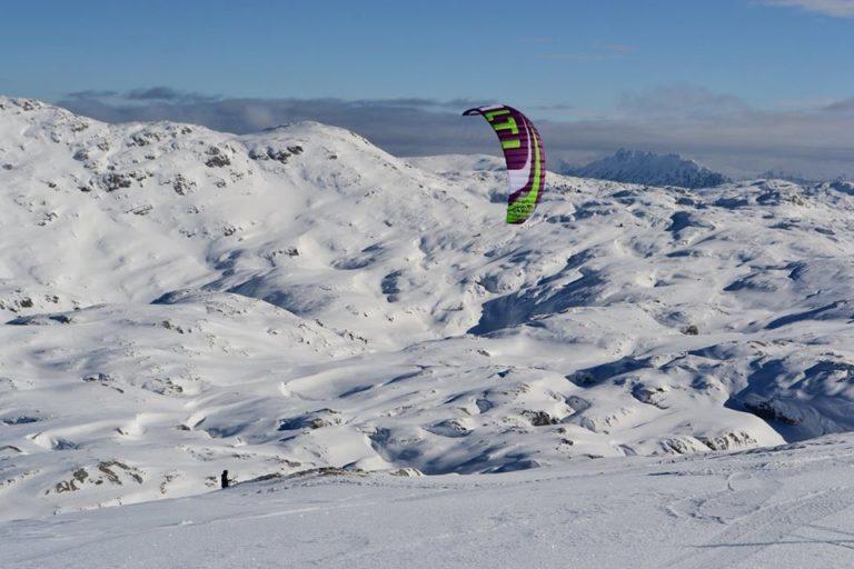 Krippenstein – snowkiting 400 km od Prahy